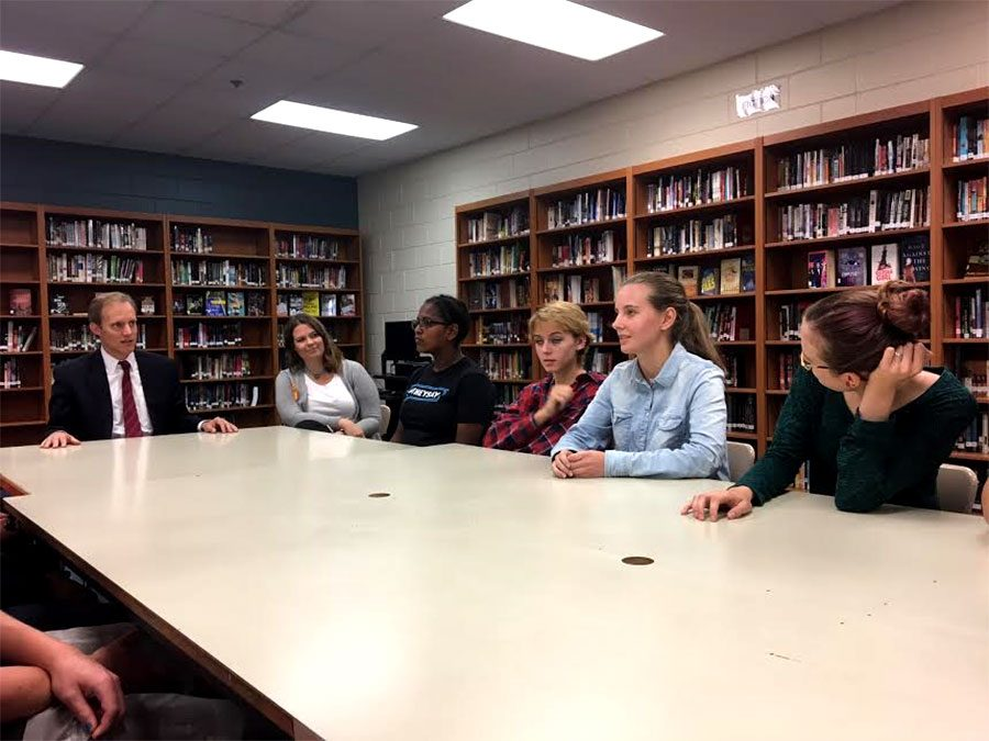 Students discuss positive encouragement with Secretary of State.