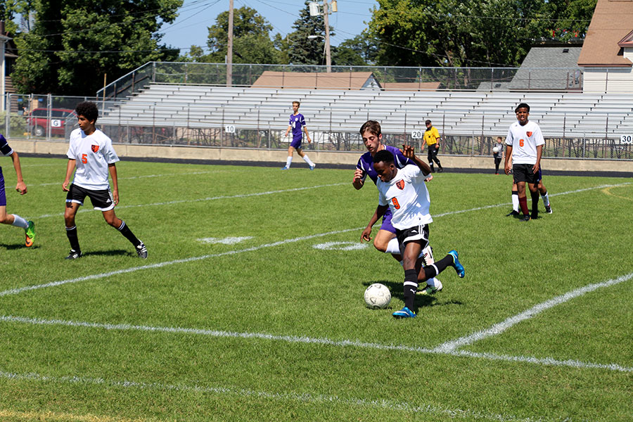 Senior Idriss Abdillihi trying to keep the ball in play after being passed the ball. (Men's Junior Varsity)