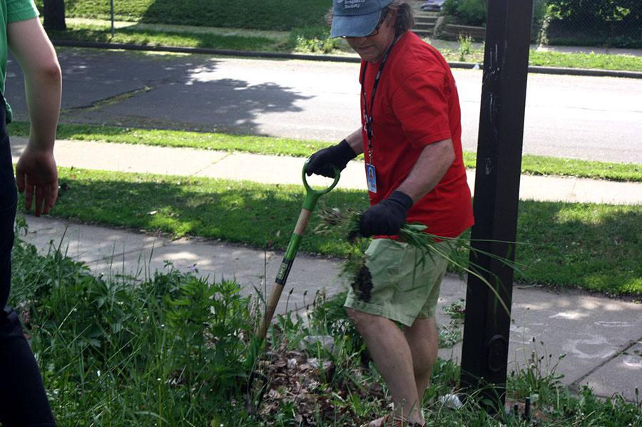 Mick Hamilton (pictured above) is an AP Biology teacher here at South. On May 24th he hosted the second annual Garden Party. Students, parents, teachers, and members of the community were all invited to get their hands dirty and dig up some weeds. There were food trucks featuring cupcakes and assorted meats, along with plenty of spades and gloves to go around. Photo Credit: Oliver Hall
