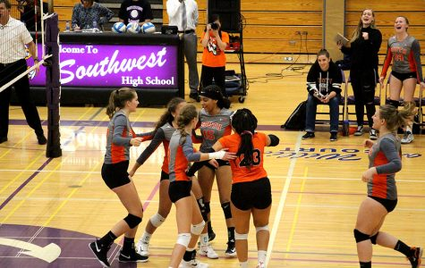 Ariah Dieffenbach celebrates with team after winning a point. Photo:Hazel McKinney